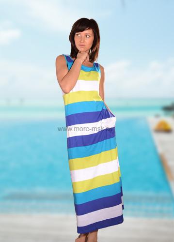 Трикотажное платье на море